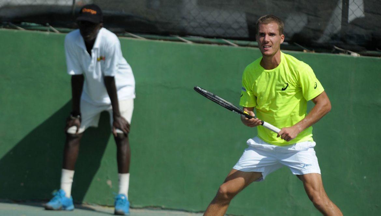 le-francais-axel-michon-durant-une-competition-organisee-par-la-federatioon-internationale-de-tennis-le-4-decembre-2013-a-dakar_4581954